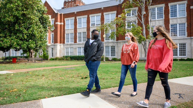Students hanging out together at the Quad and Bibb Graves Hall on Oct. 30, 2020. (Grace Cockrell/JSU)